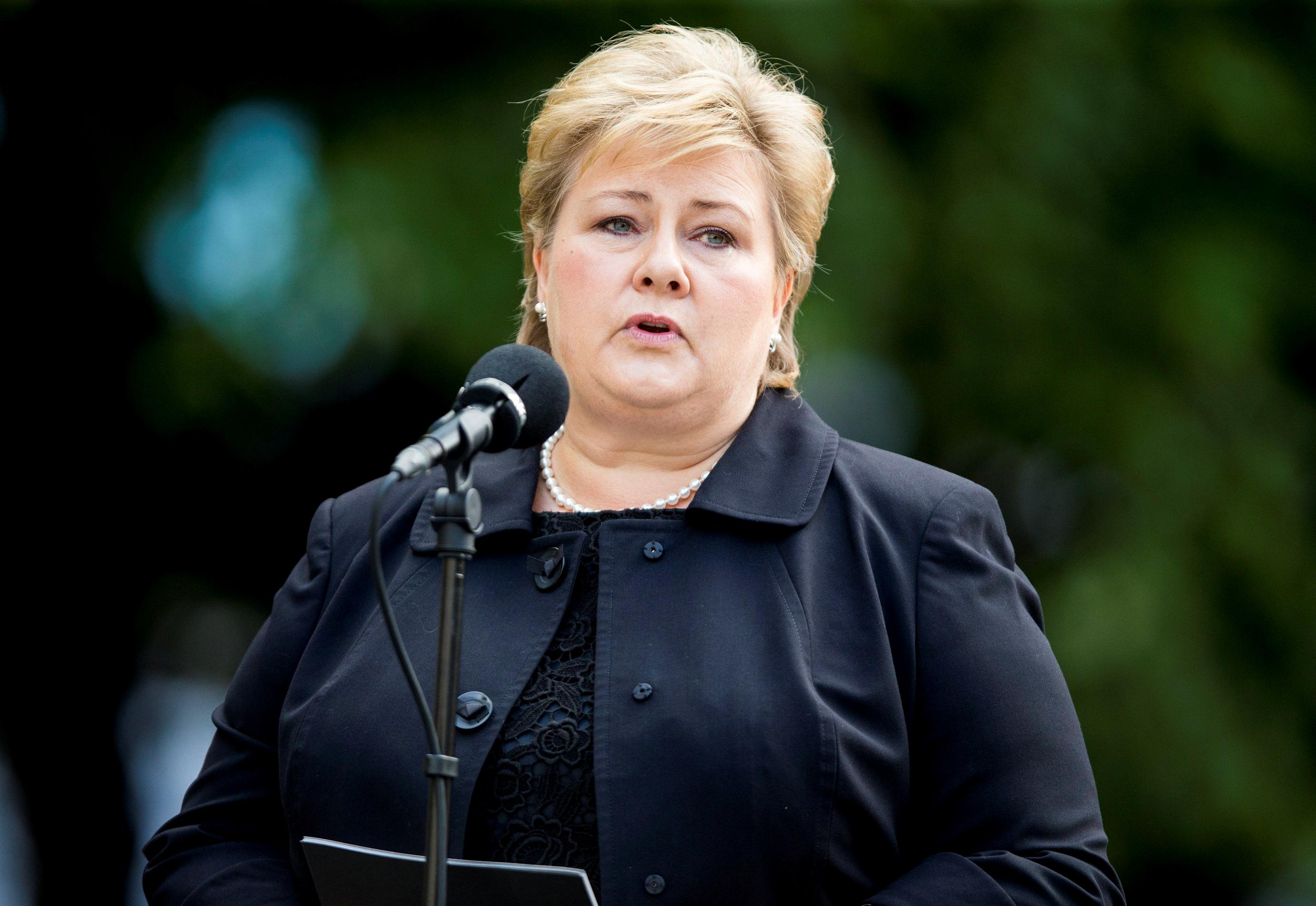 скончался премьер министр норвегии эрна сульберг фото теперь предлагаю перейти