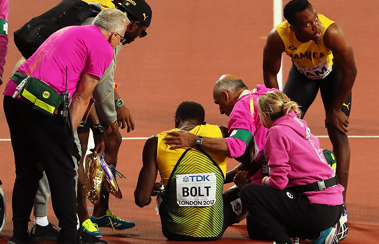 Судорога в ноге помешала Болту финишировать в эстафете 4х100 м на чемпионате мира