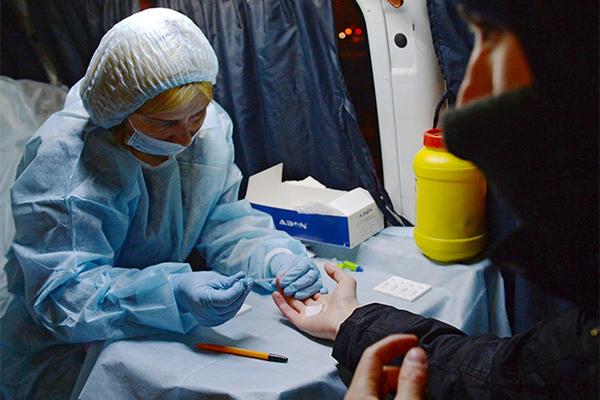 ВИЧ-диссидентку из Братска обязали лечить инфицированного сына