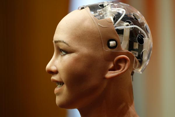 Пообещавший уничтожить человечество робот София выступила в ООН
