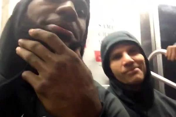 Леброн Джеймс пристал к пассажиру в метро