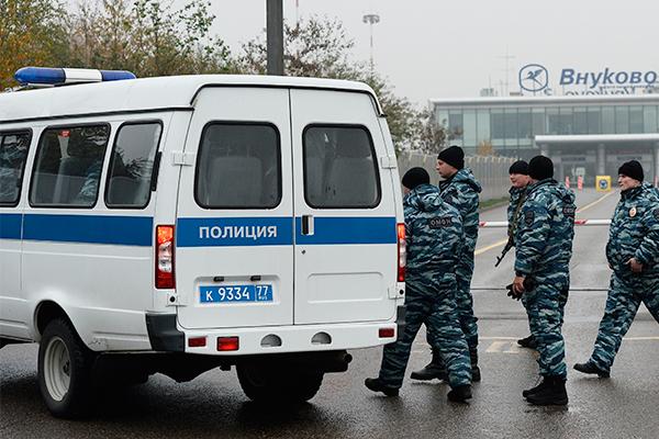 Двух полицейских осудили за избиение задержанного до смерти во Внуково