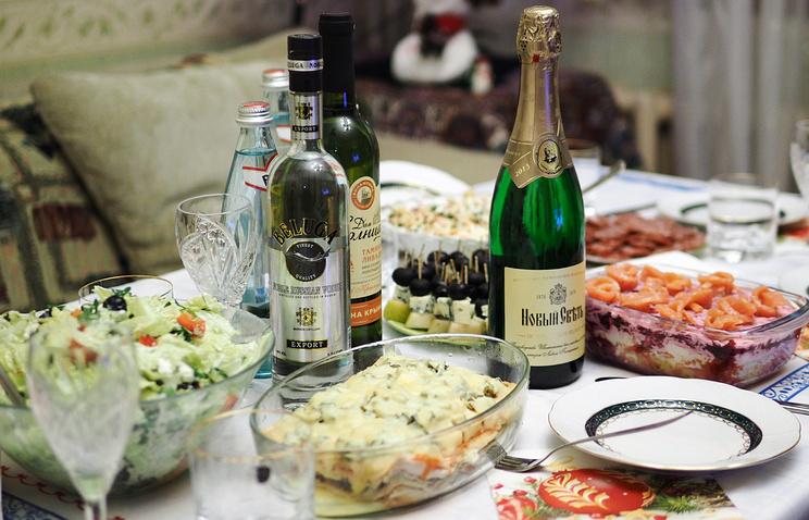 Набор продуктов для новогоднего стола в России в 2017 году подорожал на 300 руб.