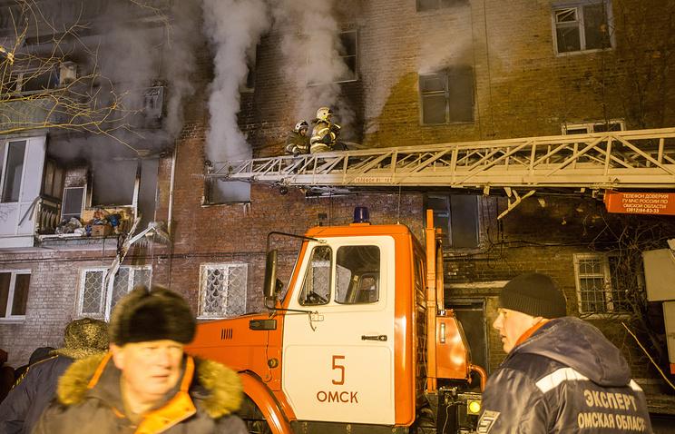 Семь человек госпитализированы после взрыва бытового газа в жилом доме в Омске