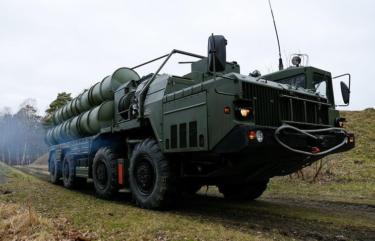 Зенитные ракетные комплексы С-400 'Триумф' заступают на боевое дежурство в Севастополе