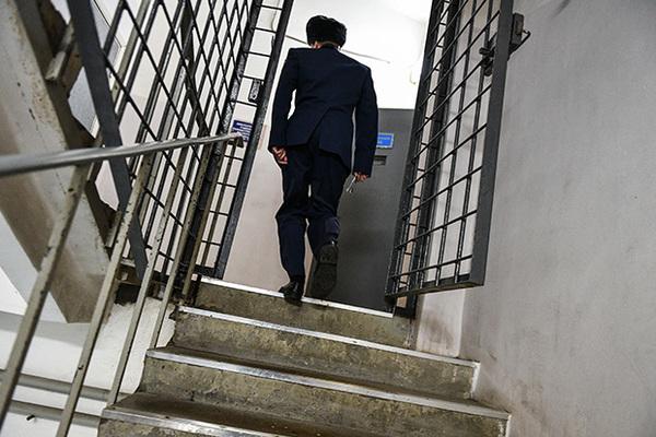 Жаловавшегося на пытки россиянина нашли повешенным в СИЗО