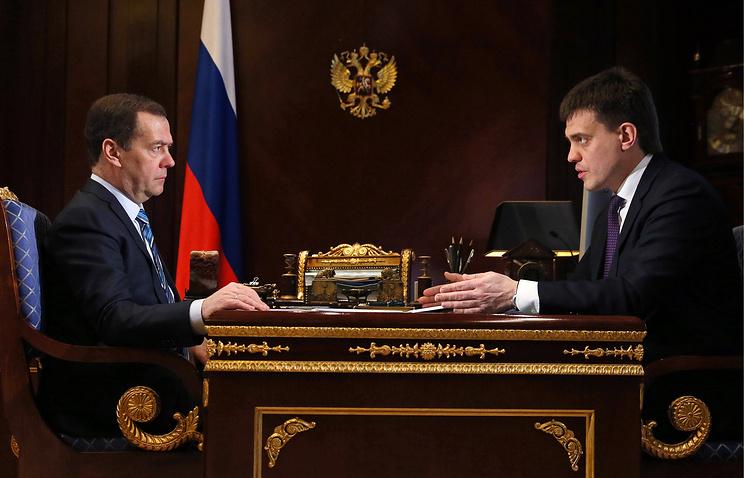 Глава ФАНО доложил Медведеву о выполнении задачи по увеличению зарплат ученым РАН