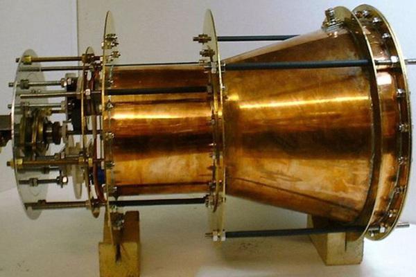 На нарушающий законы физики двигатель дали денег