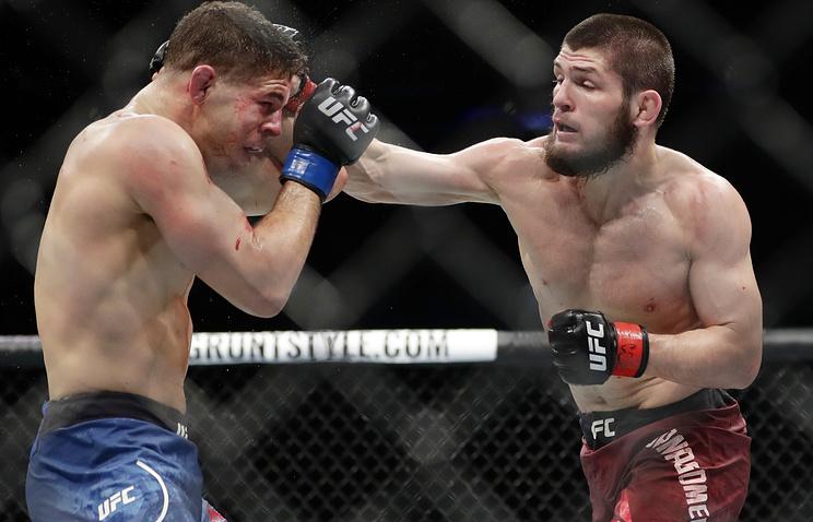 Около 2 тыс. человек встретили чемпиона UFC Хабиба Нурмагомедова в аэропорту Махачкалы