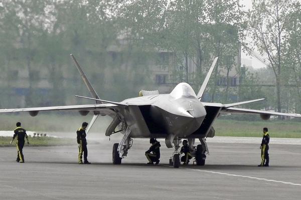 Китайских конкурентов Су-57 проверили в бою
