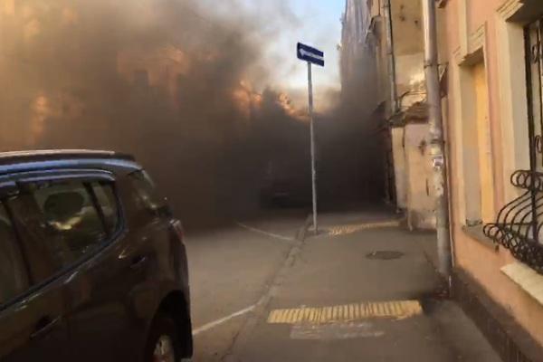 Посольство Латвии в Москве закидали дымовыми шашками