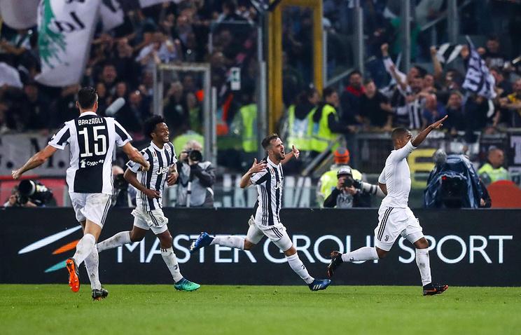 'Ювентус' разгромил 'Милан' и четвертый раз подряд выиграл Кубок Италии по футболу