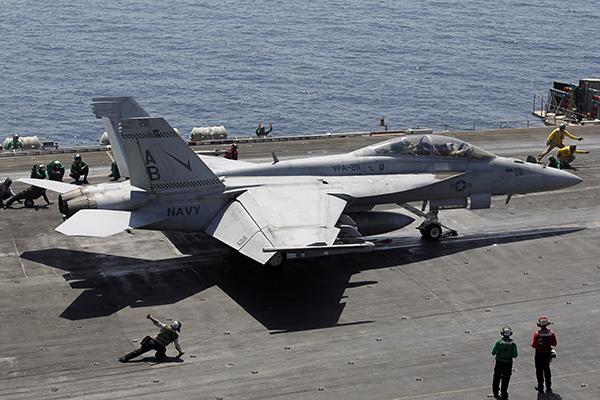 Пилот истребителя ВМС США задохнулся в небе над Сирией
