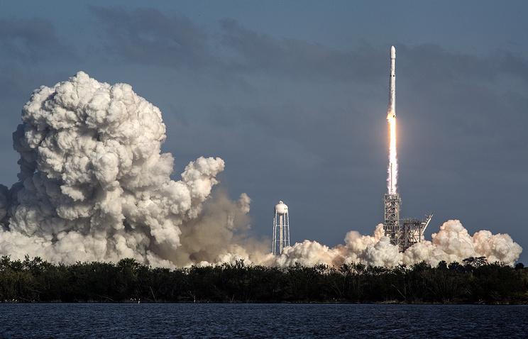 SpaceX вывела на орбиту спутник связи, применив Falcon 9 с новым разгонным блоком