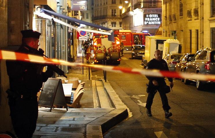 СМИ: в Париже один человек погиб в результате нападения неизвестного с ножом