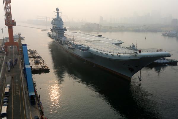 Китай начал испытывать первый авианосец собственной разработки