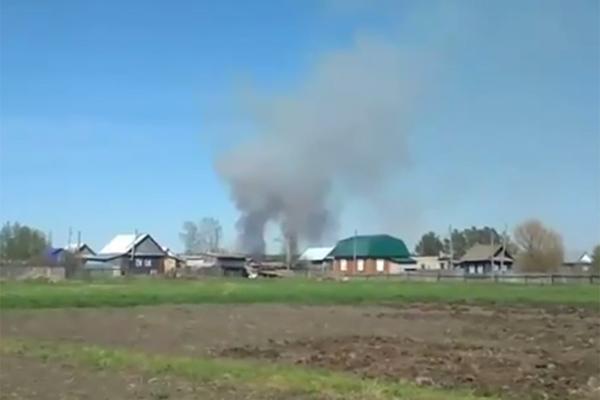 Горящий арсенал близ удмуртского поселка показали на видео