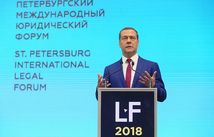 Медведев призвал юристов думать о праве в контексте новой цифровой реальности