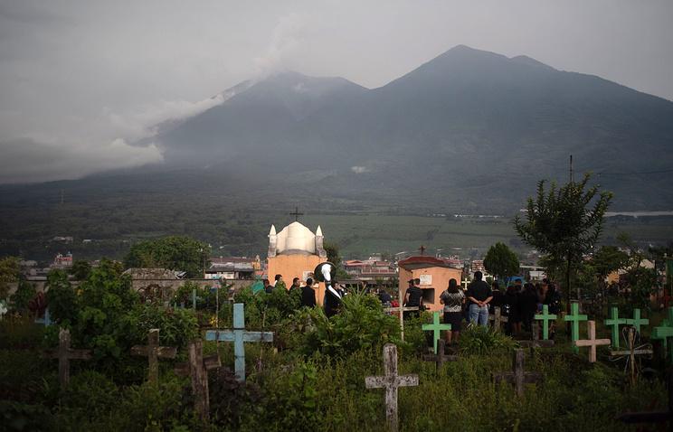 СМИ: число жертв извержения вулкана в Гватемале возросло до 82