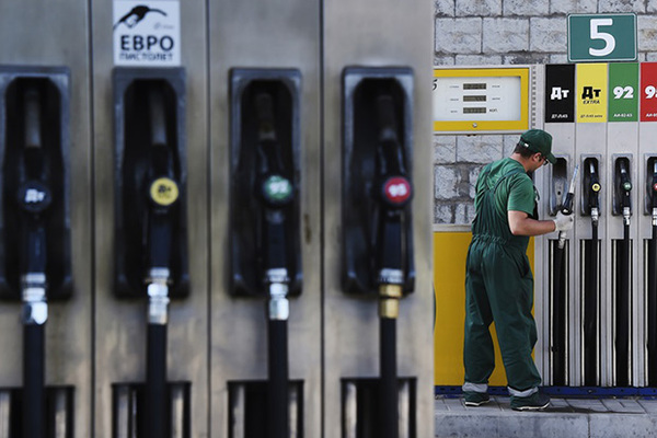 Эксперт обвинил правительство в росте цен на бензин