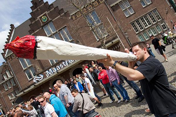 Голландцев оставят без сигарет