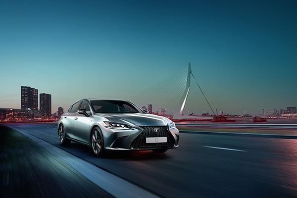 Названы сроки начала продаж в России нового бизнес-седана Lexus ES