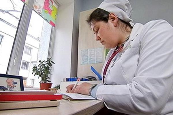 Свыше 300 врачей устроились на работу в села Подмосковья