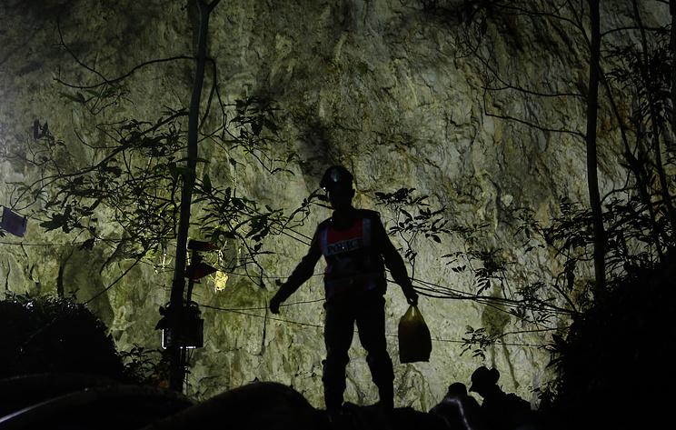 СМИ: школьники из Таиланда пробудут в пещере Кхао Луанг еще минимум два дня