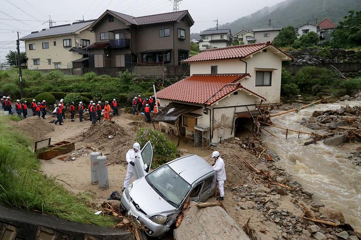 СМИ: в результате ливневых дождей в Японии погибли 70 человек