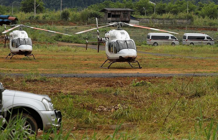 СМИ: спасатели вывели первых школьников из пещеры Кхао Луанг в Таиланде