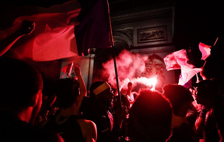 В Париже празднование выхода Франции в финал ЧМ закончилось беспорядками