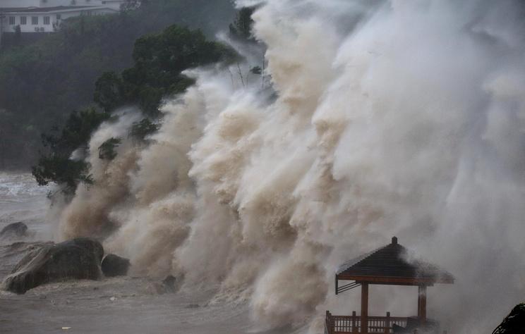 Свыше 400 тыс. человек эвакуировали на востоке Китая из-за тайфуна 'Мария'
