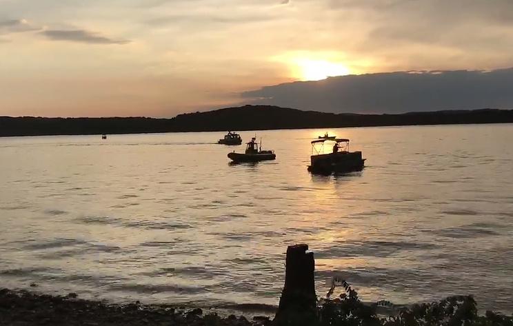 AP: на озере в Миссури перевернулась лодка с пассажирами