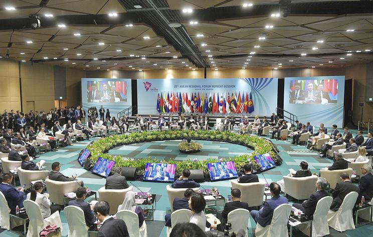 Дипломаты РФ и АСЕАН обсудили ситуацию на Корейском полуострове и в Южно-Китайском море