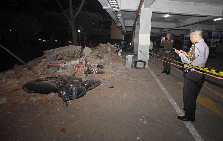 AFP: 19 человек погибли в результате землетрясения в Индонезии