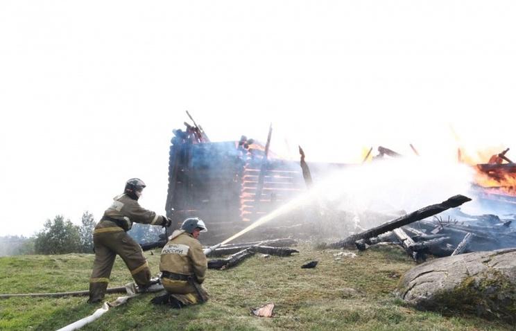 Пожар полностью уничтожил деревянную церковь XVIII века в Карелии