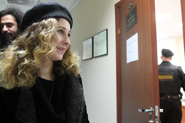 Мария Алехина из Pussy Riot игнорировала запрет и сбежала из России