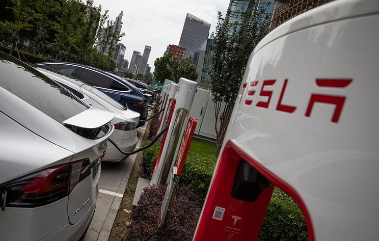 Акции Tesla упали на фоне ухода двух высокопоставленных сотрудников