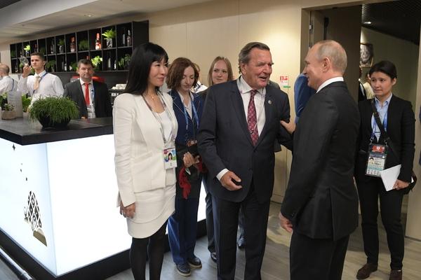 Путин отказался ехать на пятую свадьбу экс-канцлера Германии