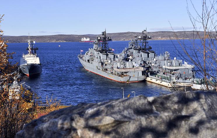 Отряд кораблей Северного флота прибыл в базу из арктического похода