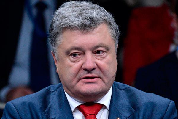 Порошенко оценил массовое исполнение украинского гимна в ухо Скабеевой