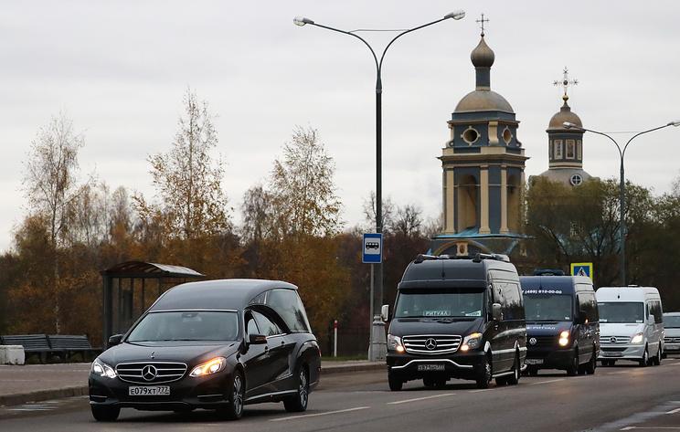 Николая Караченцова похоронили на Троекуровском кладбище в Москве