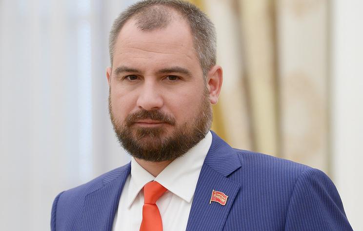 Партия Коммунисты России выдвинула кандидатом в губернаторы Приморья Максима Сурайкина