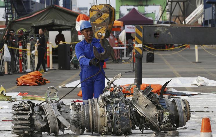 Эксперты получили информацию о последних минутах полета индонезийского Boeing