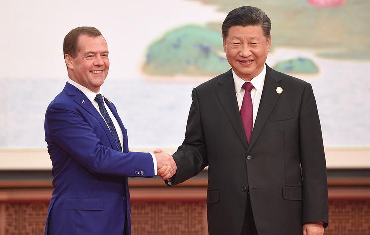 Медведев призвал РФ и КНР защищать существующие торговые режимы