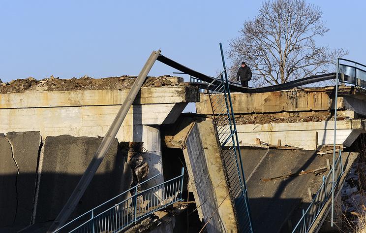 Источник: восемь человек пострадали при обрушении моста в ХМАО