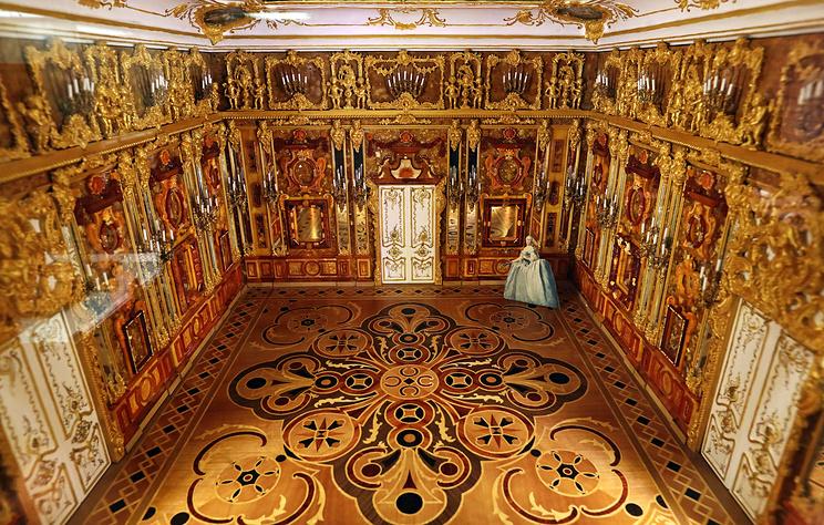 Музей янтаря открыли в Гостином дворе в центре Санкт-Петербурга