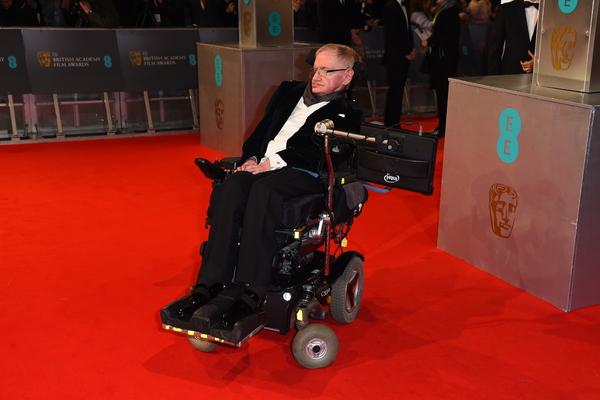 Инвалидное кресло Хокинга продали в 30 раз дороже исходной стоимости