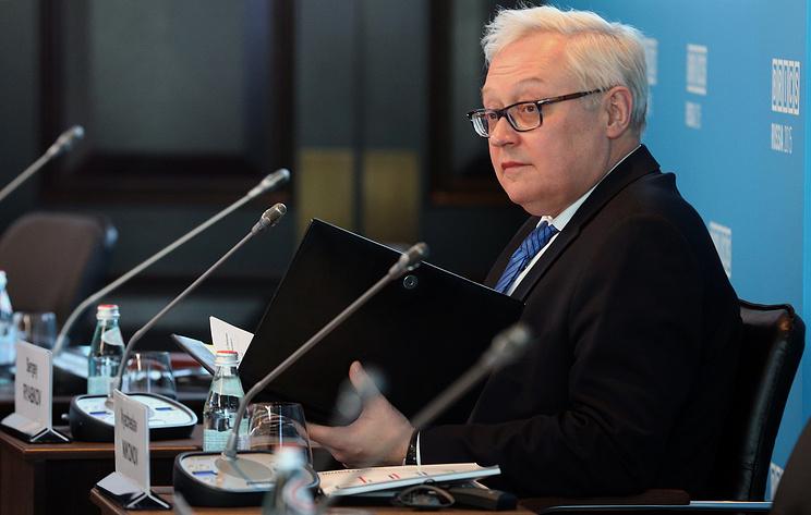 """Рябков назвал спекуляциями заявления США о """"безрассудном поведении"""" РФ над Черным морем"""
