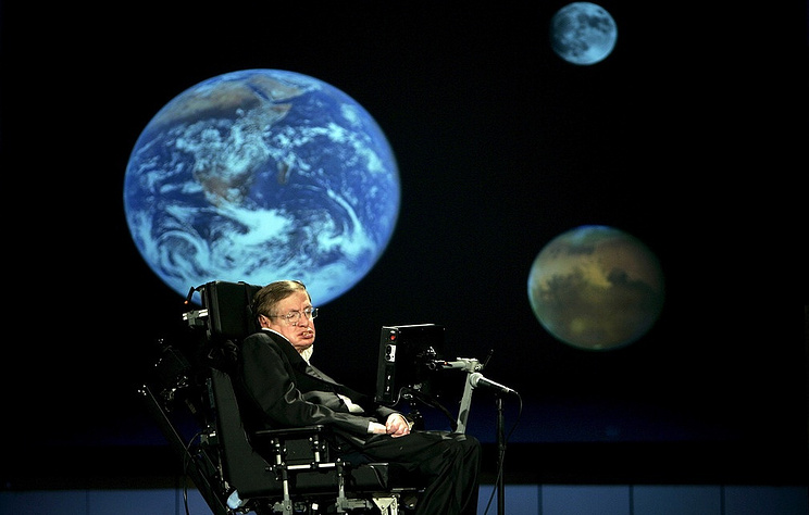 Инвалидное кресло, диссертацию и награды Стивена Хокинга продали на аукционе за $1,6 млн